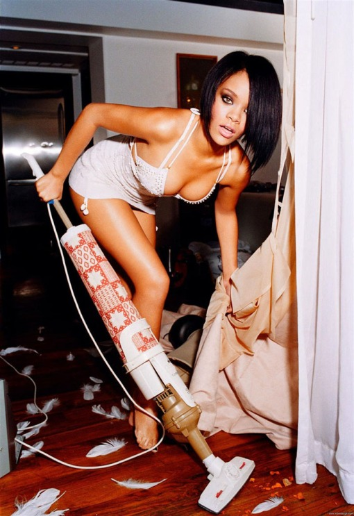 (Rihanna) ?       ?   ??         (Ellen von Unwerth)        ? Giant,       ? 4