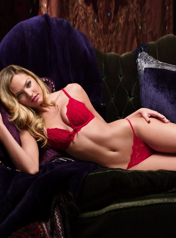 Candice Swanepoel Victoria's Secret Christmas 2009
