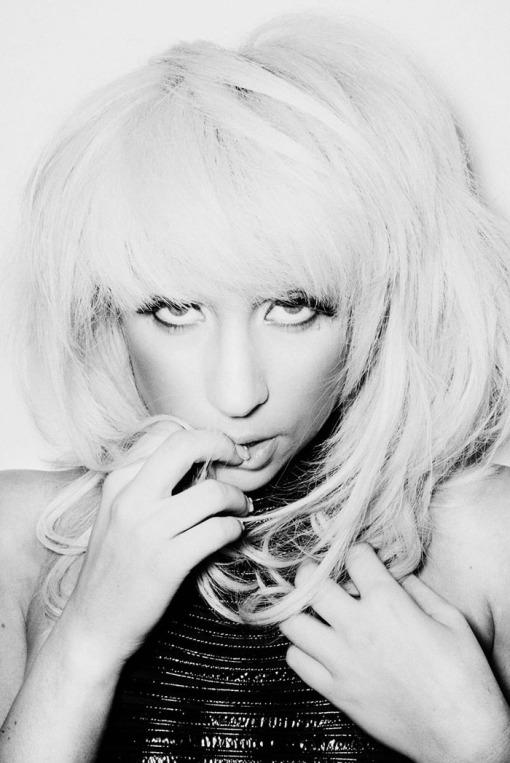 ?   ? (Lady Gaga) ?       ?     ?      (Francois Berthier)        ? FHM (2009),       ? 8